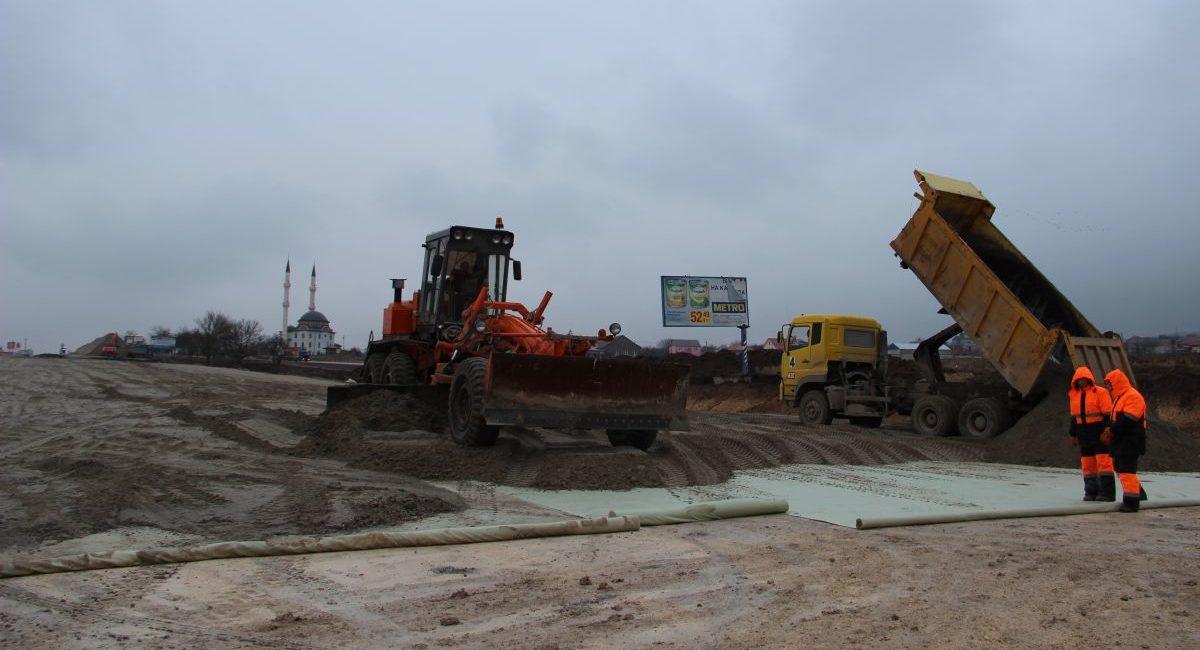 Сотрудники Дирекции проинспектировали ход строительства объездной дороги<br> г. Симферополя на участке Дубки – Левадки