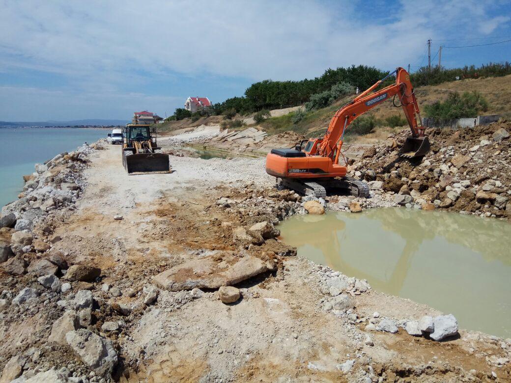 Сотрудники Дирекции проинспектировали ход работ по реконструкции берегоукрепительного сооружения в пгт. Приморский