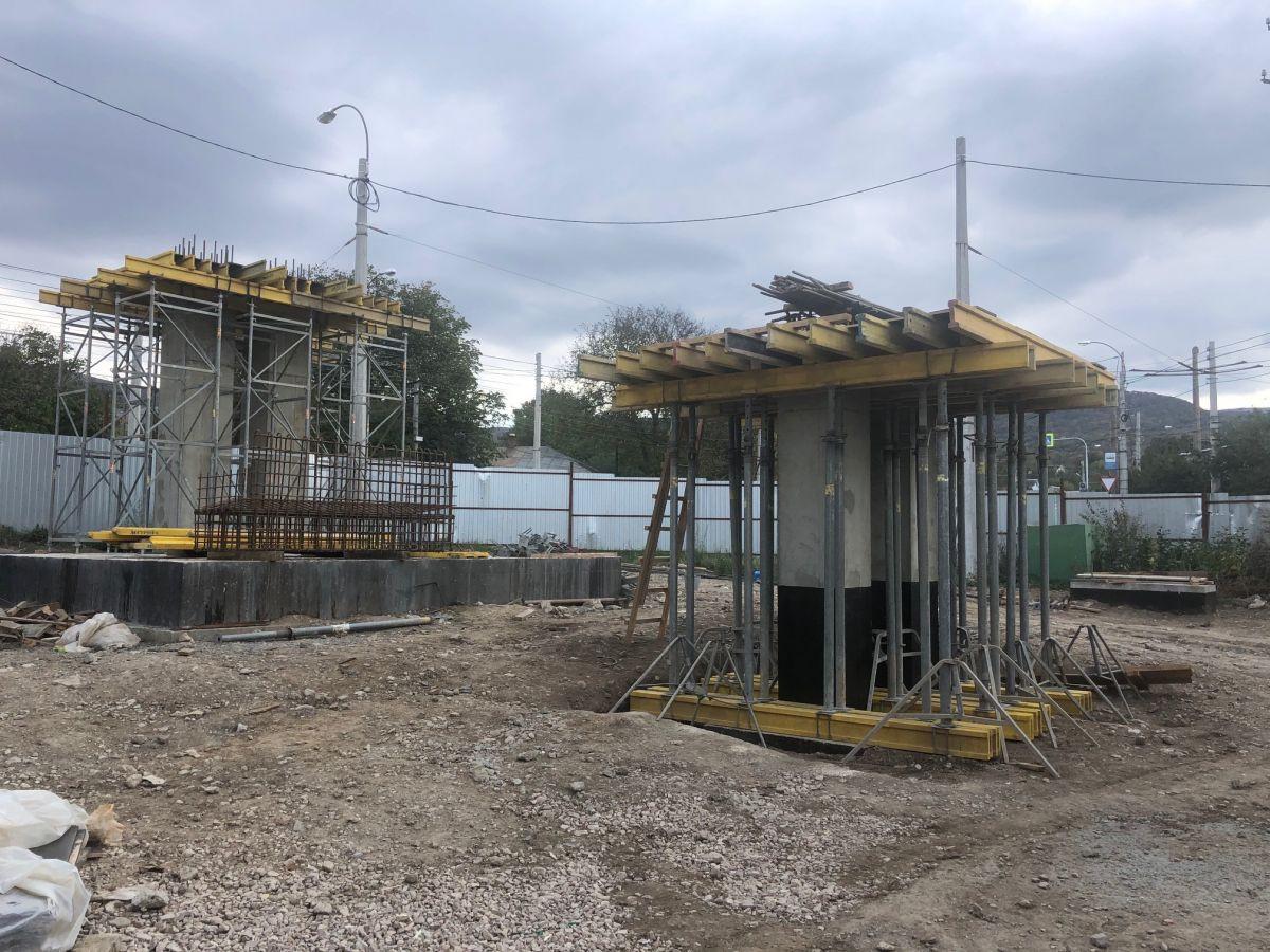 Сотрудники Дирекции проверили строительную готовность пешеходного перехода на ялтинской трассе