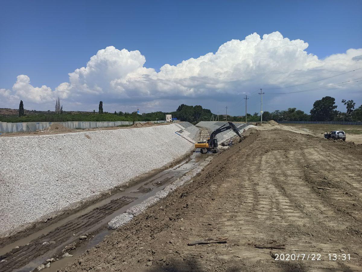 Сотрудники Дирекции проинспектировали строительство берегозащитных дамб на р. Каче